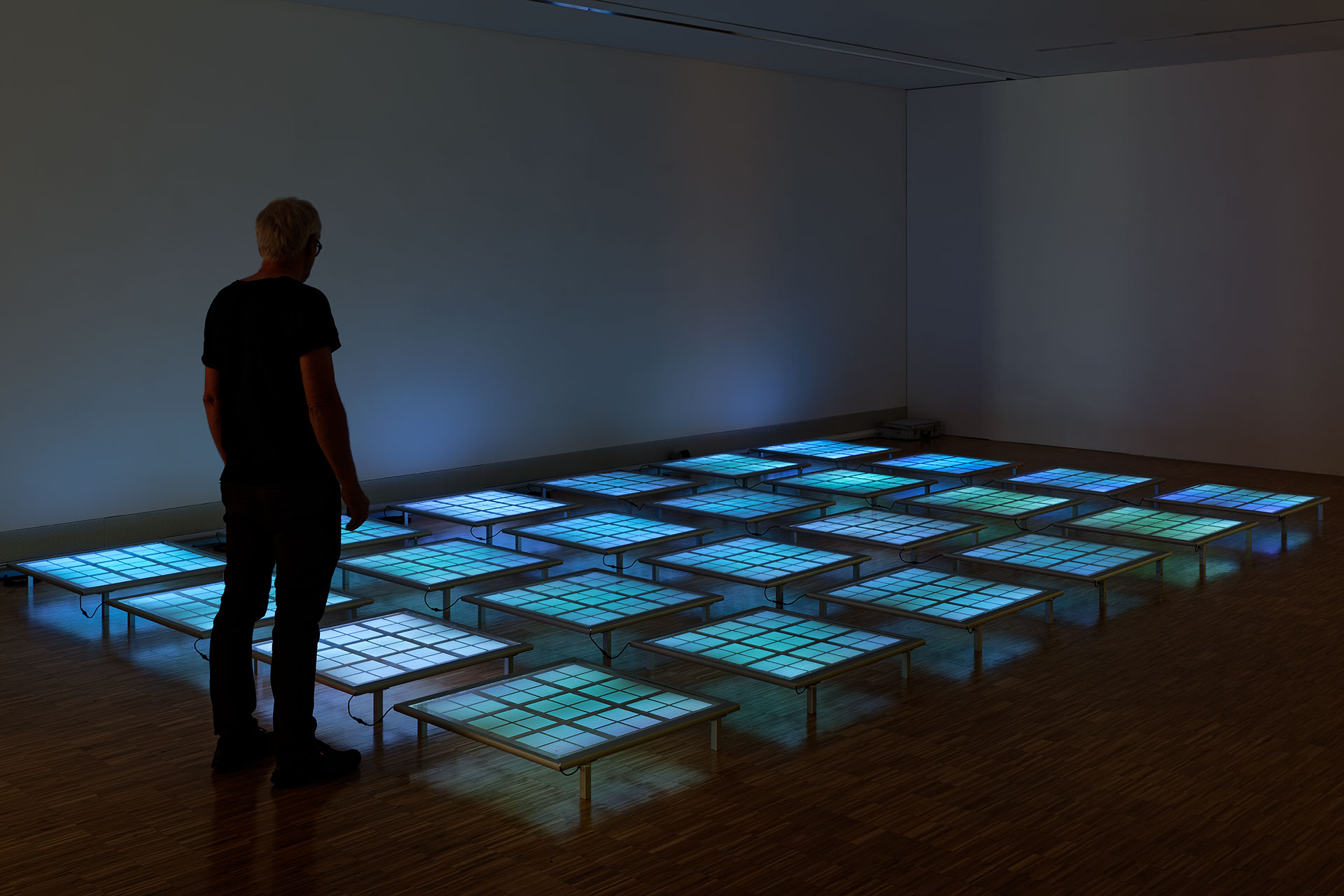daniel_hausig_pool_II_2019_light-installation