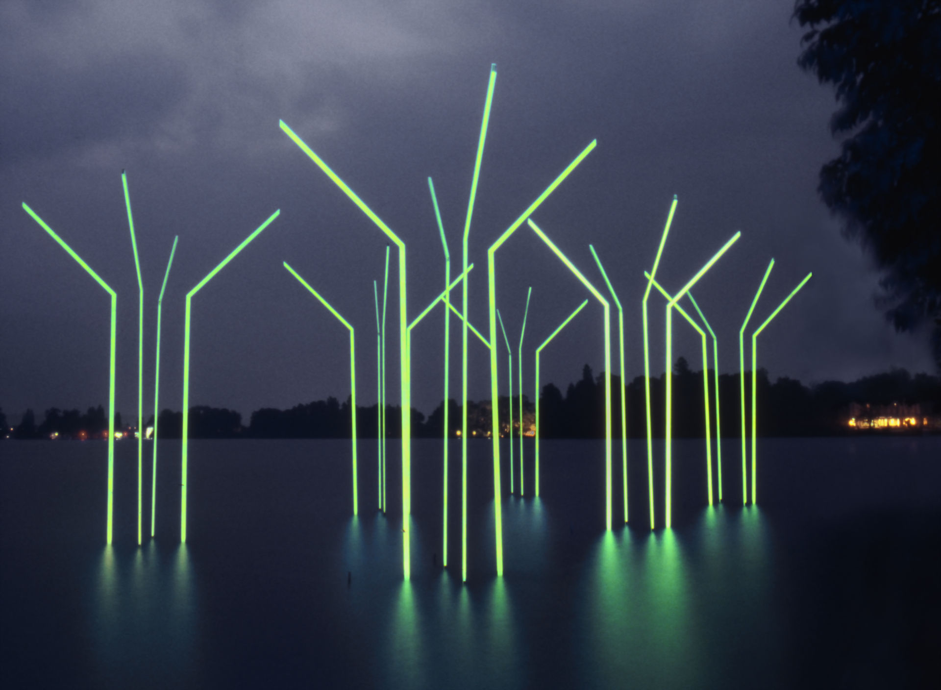 daniel_hausig_innenraum-außenraum 1988-89_light-art-installation