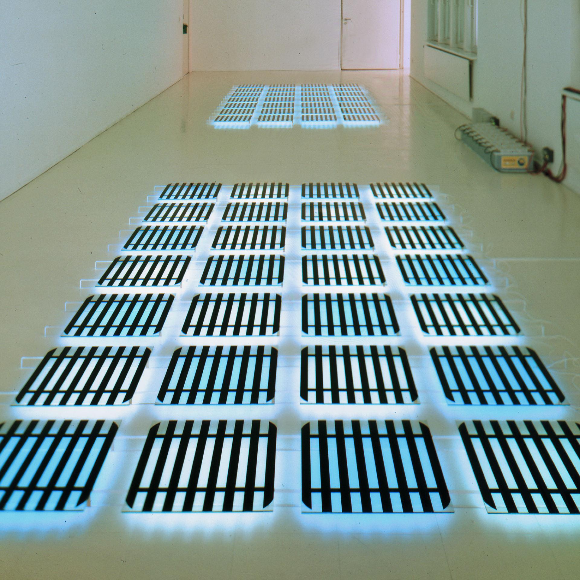 daniel_hausig_ueber_das_figur-hintergrundproblem-bei_solarzellen_1996_light-art-installation