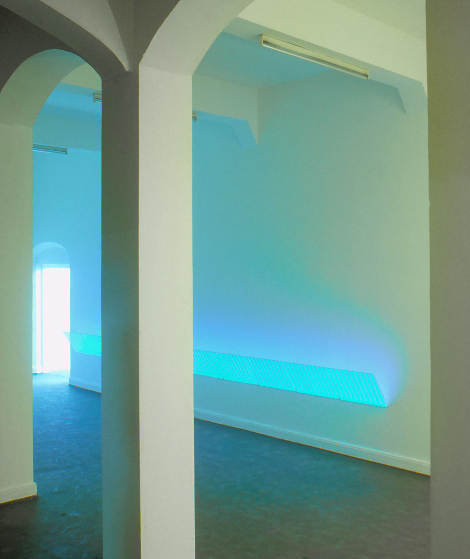 daniel_hausig_indirektes_lichtrecycling_1995_light-art-installation